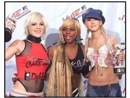 2001 MTV Video Music Awards: Pink, Lil Kim and Christina Aguilera in the press room