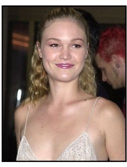 Julia Stiles at the O Othello premiere
