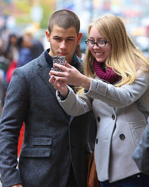 Nick Jonas, Selfie