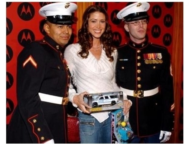 Shannon Elizabeth with US Marines at the 2004 Motorola Holiday Party